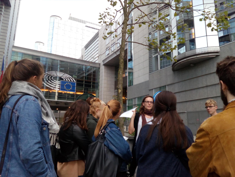 La visite organisée de l'Observatoire de l'Europe des entreprises des quartiers de Bruxelles où sont regroupés les lobbies de toute la planète, pour des touristes un peu spéciaux.