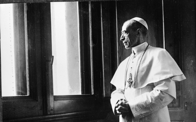 Le pape Pie XII au Vatican dans les années 1950.