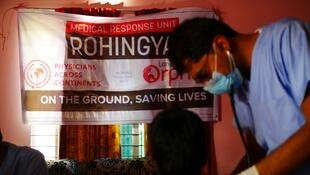 Doctors examining Rohingya refugees in Tangkali camp in Bangladesh