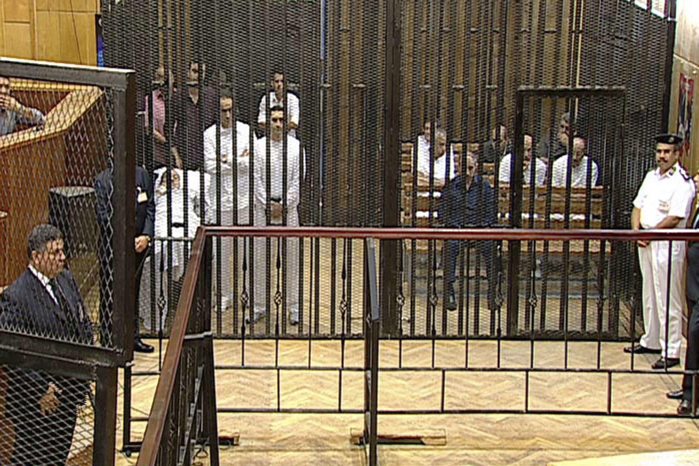 Même sur une civière, l'ancien président égyptien Hosni Moubarak s'est présenté, avec deux de ses fils, devant la justice de son pays. Le Caire, le 3 août 2011.