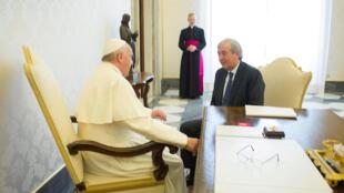 Le pape François et Libero Milone au Vatican en avril 2016.