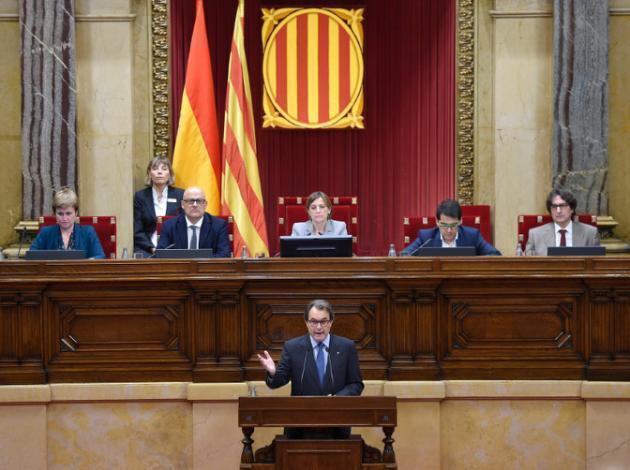 Rais jimbo linalotaka kujitenga la Catalonia Artur Mas, wakati wa kikao cha Bunge katika mji wa Barcelona, Novemba 9, 2015.