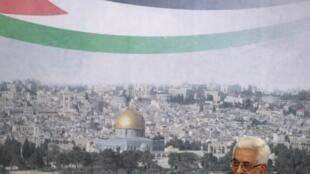 Le président palestinien, Mahmoud Abbas, a annoncé lors d'un discours télévisé le 16 septembre 2011son intention de demander l'adhésion d'un Etat de Palestine à l'ONU.