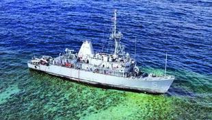 Vue aérienne du chasseur de mines USS Guardian.