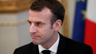 法國總統馬克龍10日對法國民眾發表電視講話。