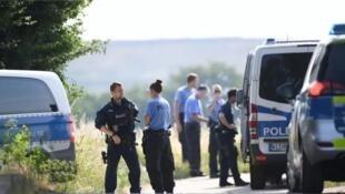 少女奸杀案引愤怒 警方封锁现场