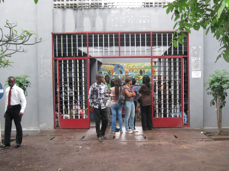 La visite de François Hollande anime les conversations à l'université protestante de Kinshasa.