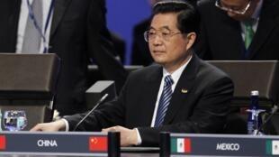 前往巴西前,中国主席胡锦涛2010年4月14日在华盛顿参加国际核安全会议