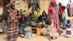 Wasu 'yan gudun hijira da rikicin Boko Haram ya tagayyara a sansanin Gubio dake Maiduguri.