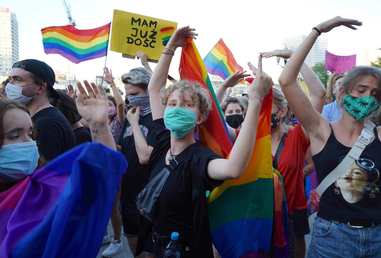 Un informe dice que la comunidad LGBTI polaca es blanco de