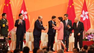林正月娥與中國官員在香港慶祝中國國慶 71周年慶典上 2020年10月1日