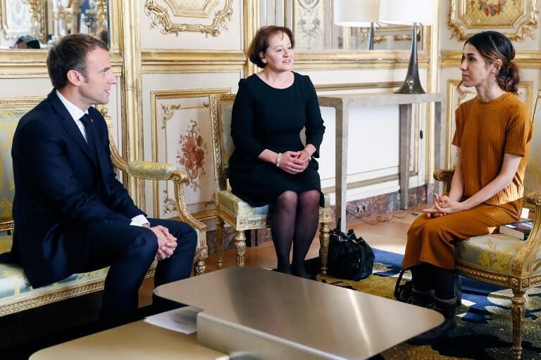 Shugaban Faransa Emmanuel Macron yayin ganawarsa da Nadia Murad a fadarsa da ke birnin Paris.