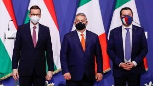 Viktor Orban, Mateusz Morawiecki et Matteo Salvini lors de leur rencontre à Budapest le 1er avril 2021.