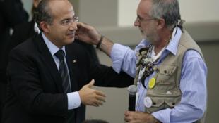 El presidente mexicano Felipe Calderón y el escritor Javier Sicilia discutieron acerca de las víctimas de la violencia en México, el 23 de junio de 2011.