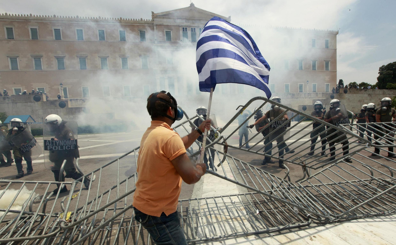 Biểu tình trước Quốc hội Hy Lạp ngày 29/06/2011, phản đối chính sách khắc khổ.