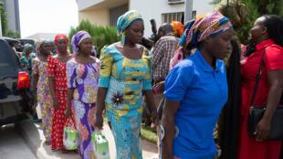 Des filles de Chibok libérées par Boko Haram arrivent dans un centre de réhabilitation à Abuja, le 30 mai 2017.