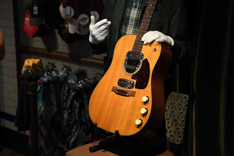 La guitarra de Kurt Cobain, subastada en Beverly Hills (California)
