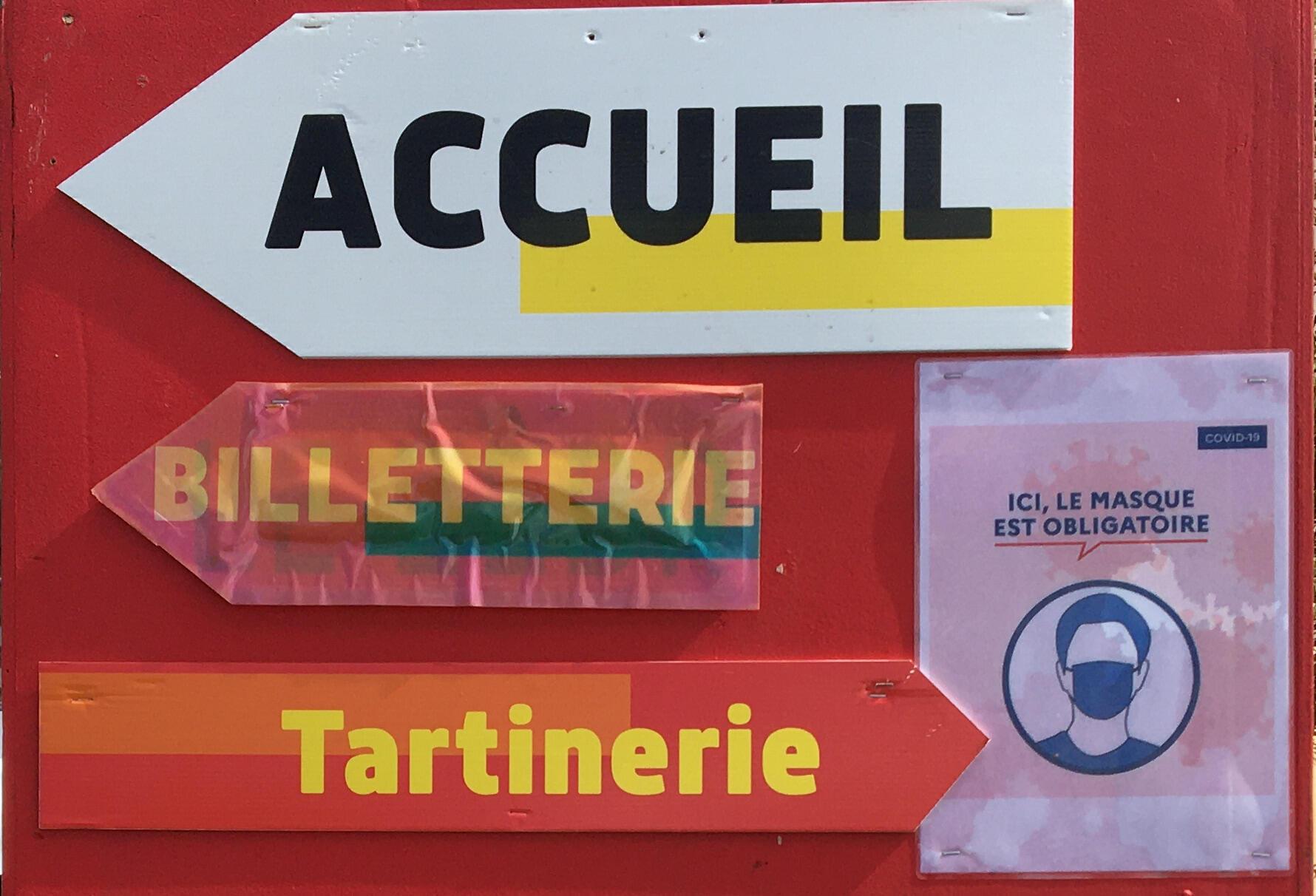 Panneau au Festival des Francophonies, «Les Zébrures d'Automne 2020», à Limoges.