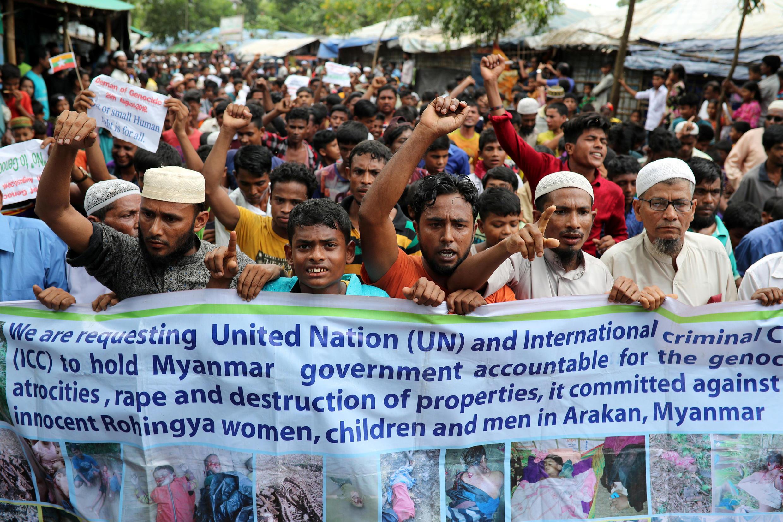 Refugiados rohingyas fazem protesto em Kutupalong, Bangladesh, um ano após êxodo forçado de Mianmar, 25 de agosto de 2018