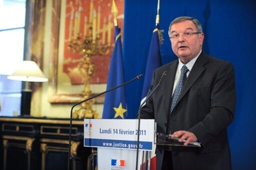 Michel Mercier, garde des Sceaux, veut mettre en oeuvre la loi de novembre 2009.