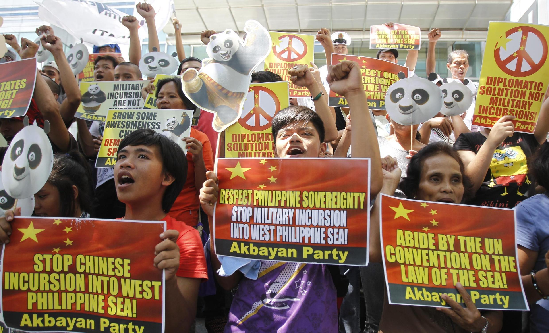 """Biểu tình tại Manila ngày 16/06/2011 phản đối Trung Quốc thâm nhập vùng biển của Philippines"""""""