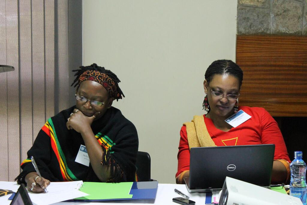 Le Dr. Stella Nyanzi (G) au Kings College de Londres, le 1er juillet 2014.