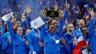 Các nữ cầu thủ đội tuyển bóng ném Pháp mừng chiến thắng khi đoạt chức Vô Địch Châu Âu 2018, ngày 16/12/2018.
