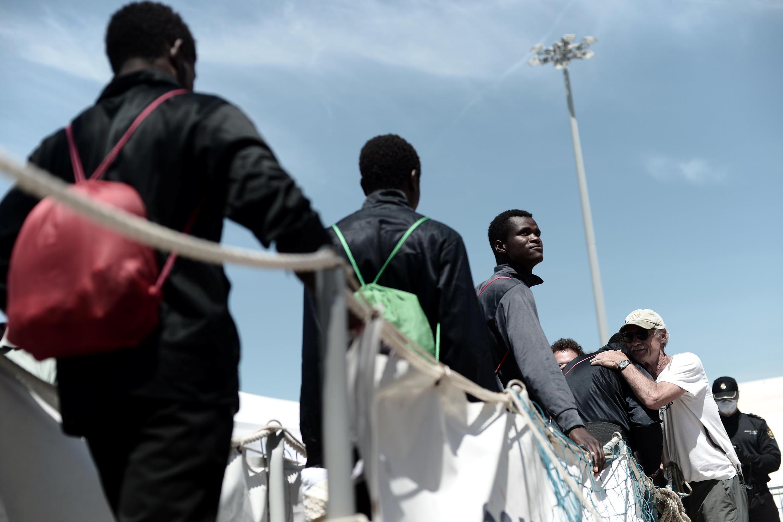 Thuyền nhân trên tầu Aquarius cập cảng Valence ngày 17/06/2018. Di dân là chủ đề nghị sự chính tại thượng đỉnh Liên Hiệp Châu Âu ngày 28-29/06/2018.