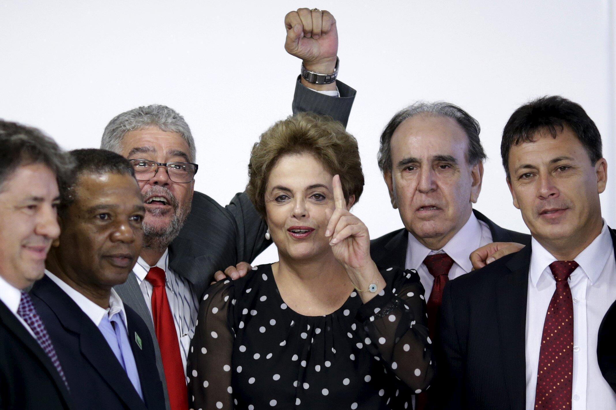 Dilma Rousseff, le 13 avril 2016, à la cérémonie de signature du renouvellement du contrat du terminal de Paranaguá.