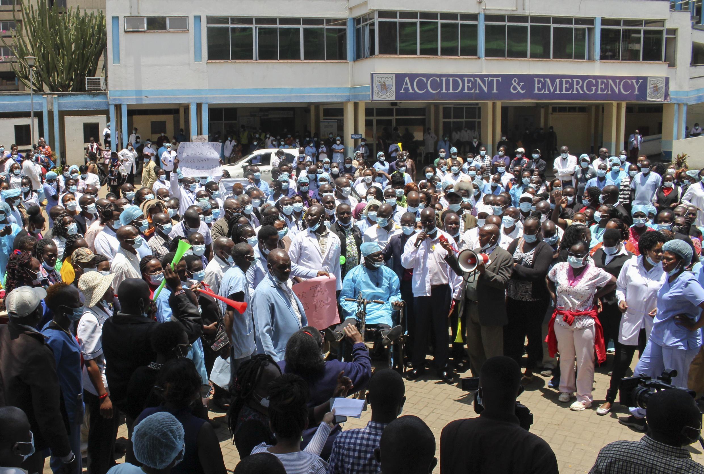 Wahudumu katika Hospitali Kuu ya Kenyatta jijini Nairobi