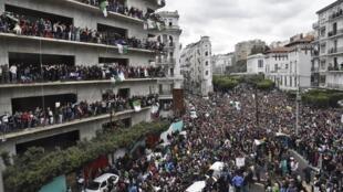 Manifestation à Alger contre un cinquième mandat présidentiel d'Abdelaziz Bouteflika, le 8 mars.