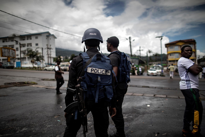 (illustration) Des policiers camerounais en patrouille dans la ville de Buea, dans le sud-ouest du Cameroun.