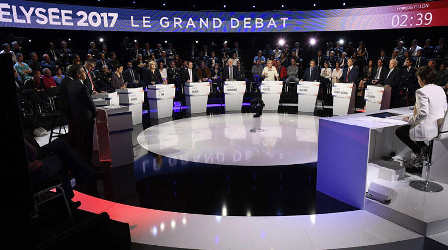 Les 11 candidats à la présidentielle de 2017 sur le  plateau du Grand Débat sur BFMTV et CNEWS, le 4 avril 2017.