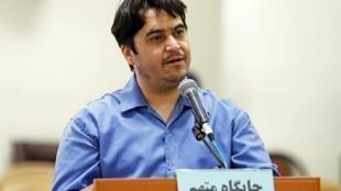 L'opposant Rouhollah Zam lors de son procès devant la Cour révolutionnaire de Téhéran le 2 juin 2020.