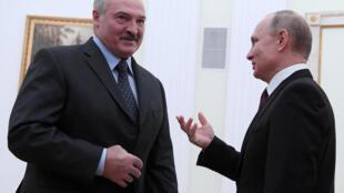 Владимир Путин (справа) и Александр Лукашенко в Москве, 29 декабря 2018.