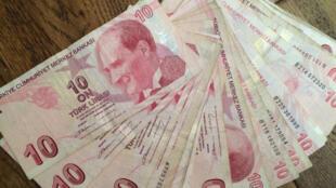 Billets de 10 livres turques. La livre turque est à son niveau le plus faible et la situation est toujours tendue avec les Etats-Unis.
