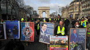 The 13th week of the Yellow Vest protests sees the movement breaking up over internal differences in political intent. (Picture of Yellow vest protesters at Paris' Champs-Elysées, 9 February, 2019)