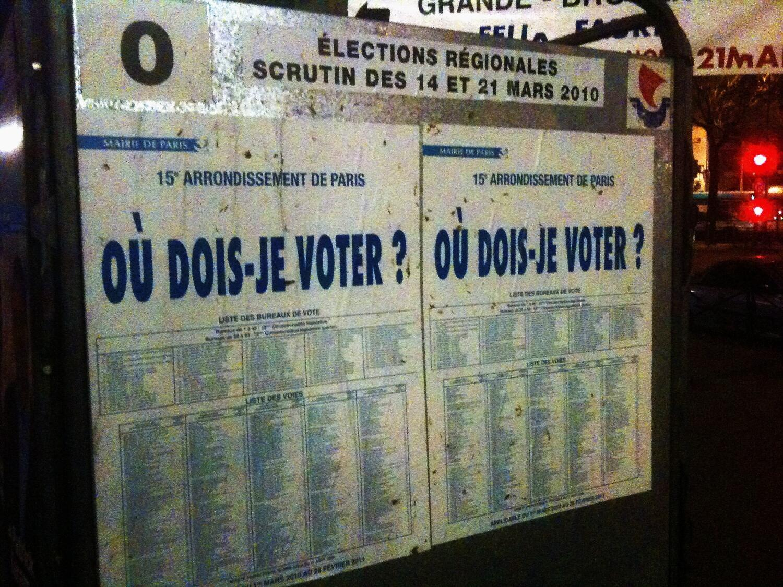 Panneau d'affichage des élections régionales à Paris.