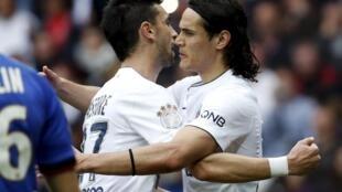 Javier Pastore (esq) e Cavani (dir), autores dos gols na vitória por 3 a 1 contra o NIce no sábado (18.04.2015).