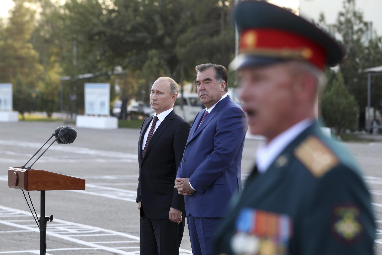 Tổng thống Tadjikistan Emamoli Rakhmon và đồng nhiệm Nga Vladimir Putin tại Dushanbe ngày 05/10/2012.