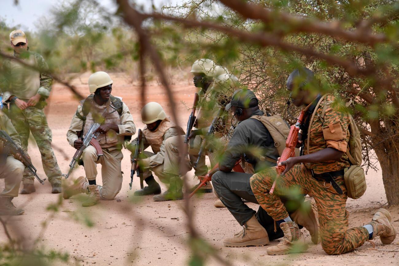 Des militaires burkinabè lors d'un entraînement pour combattre le terrorisme, en avril 2018 (image d'illustration)