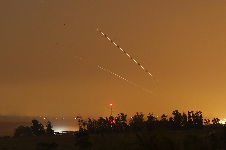 "O sistema de defesa israelense ""domo de ferro"" intercepta foguete vindo da Faixa de Gaza"