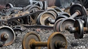 Des débris des wagons explosés à Lac-Mégantic, le 9 juillet 2013.