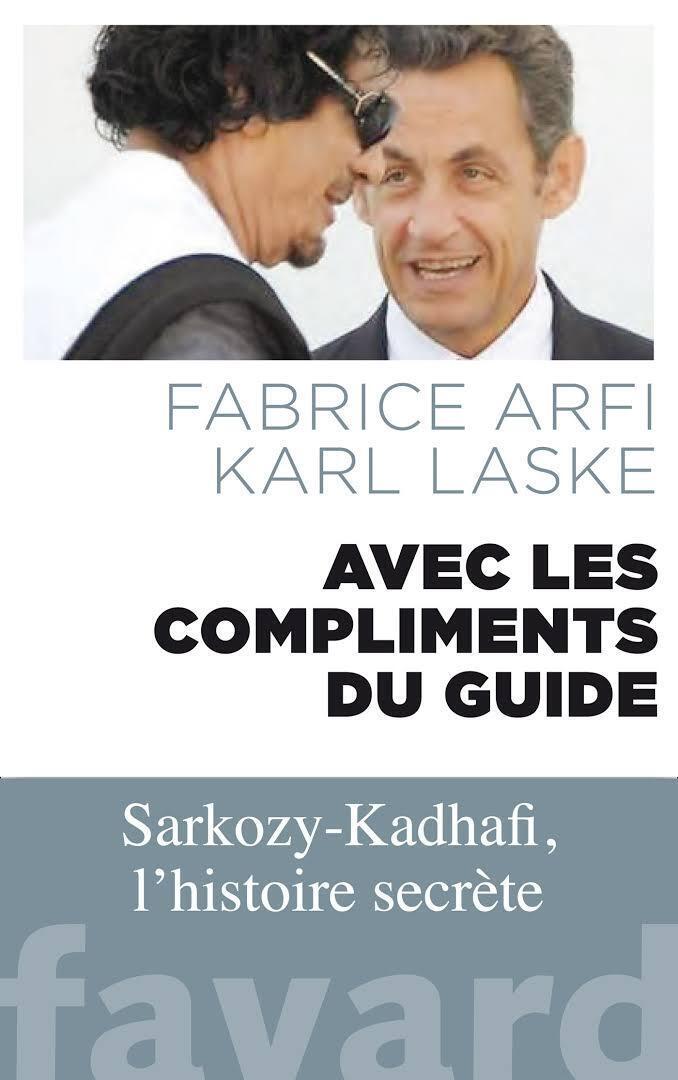 Couverture du livre «Avec les compliments du guide» de Fabrice Arfi et Karl Laske, édité chez Fayard.