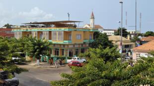 Cabinda, território administrado por Angola, situação contestada por movimentos independentistas.