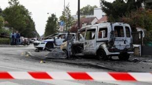 Le véhicule incendié de la police à Viry-Châtillon, le 8 octobre 2016.