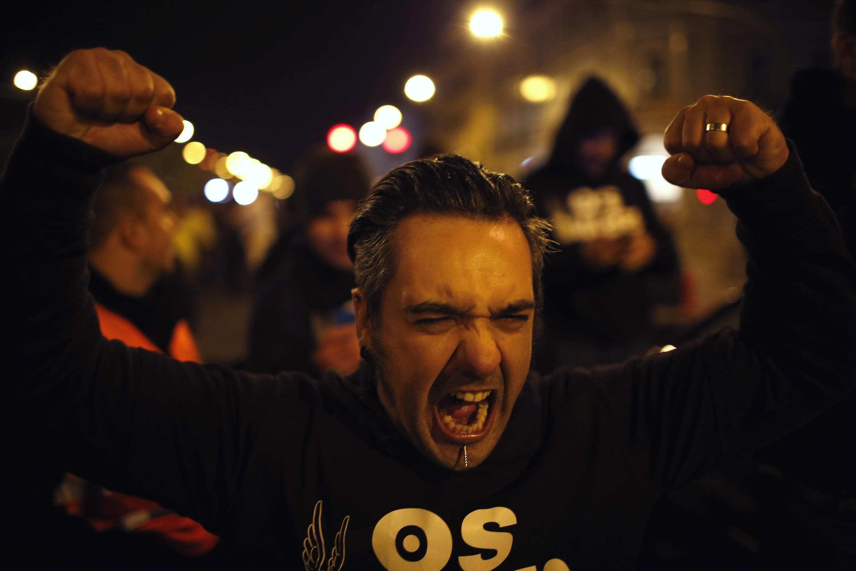 Manifestação em frente da Assembleia da República em Lisboa, 21 de novembro de 2013