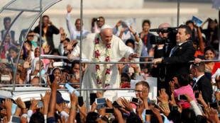 Giáo hoàng Phanxicô tại thủ đô Bangladesh.