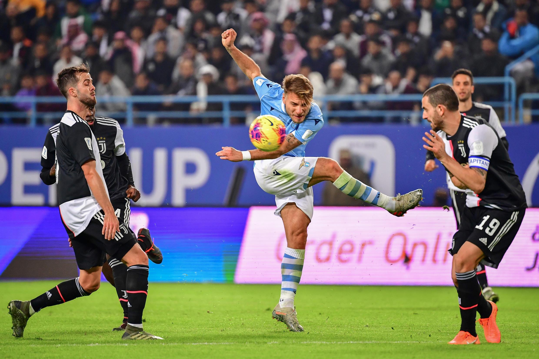 Ciro Immobile (centro), avançado italiano da Lazio, apontou 35 golos na Serie A.