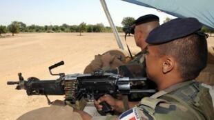 La présence française au Tchad devrait être renforcée de 300 hommes.